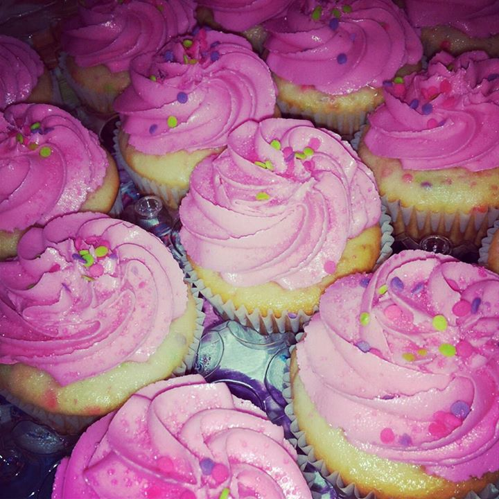 memphis wedding vendor: the ivory cupcake: pink confetti cupcakes