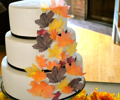 edible fall wedding leaves for cakes
