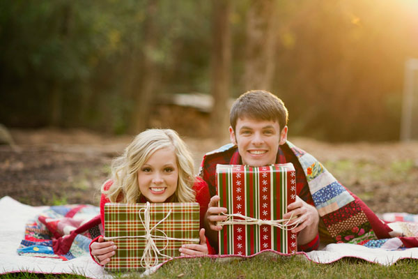 christmas engagement picture ideas christmas proposal