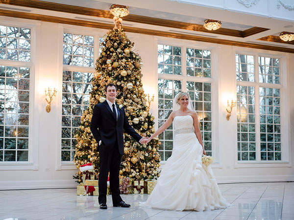 christmas wedding ideas - christmas wedding tree decoration