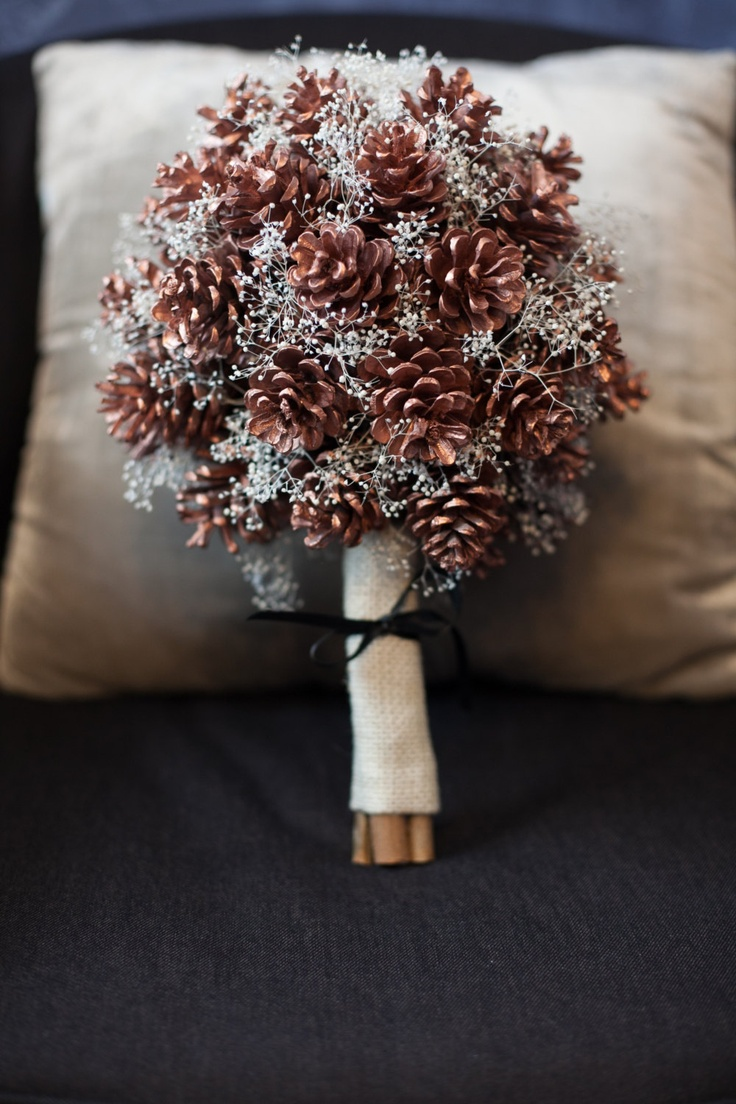 christmas wedding ideas pine cone wedding bouquet