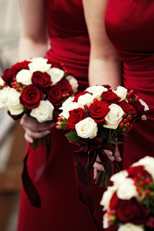 christmas wedding ideas - red white christmas bouquets