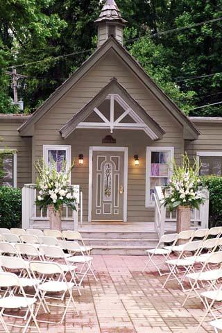 Memphis Wedding Venue Graceland Chapel In The Woods
