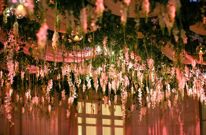 hanging flowers wedding reception - sayles livingston flowers - midsouthbride.com