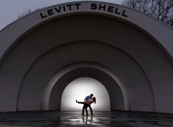memphis levitt shell engagement photos - photo by The Kenneys - midsouthbride.com