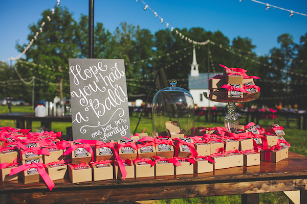 Kate Spade Inspired Jackson Tennessee Wedding 38 - photo by Teale Photography - midsouthbride.com