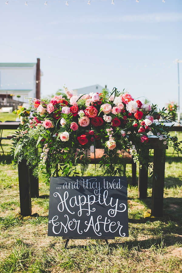 Kate Spade Inspired Jackson Tennessee Wedding 48 - photo by Teale Photography - midsouthbride.com