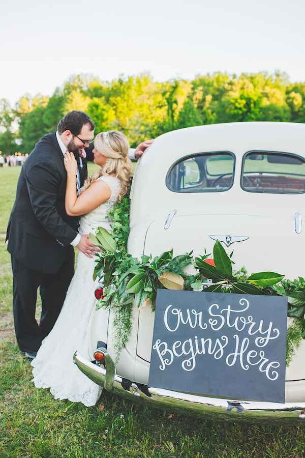 Kate Spade Inspired Tennessee Wedding First Look 24 - photo by Teale Photography - midsouthbride.com