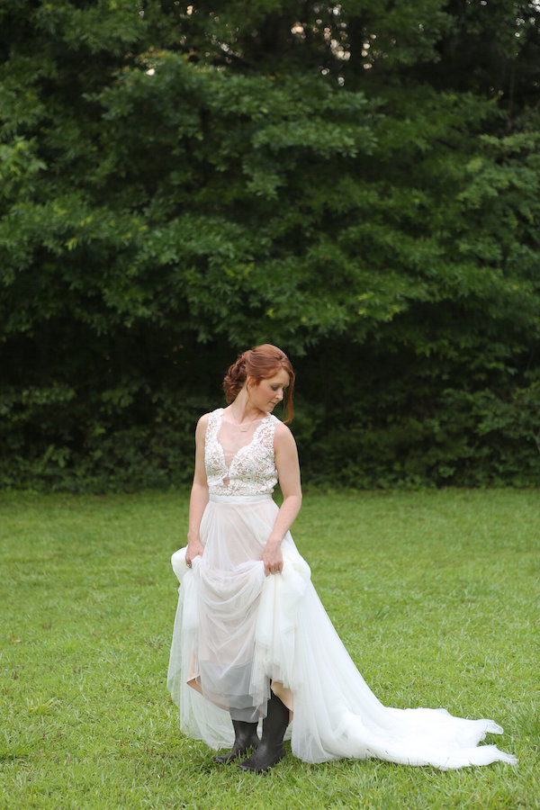 farm bridal shoot from Confete Events in Mississippi weddings 23 - midsouthbride.com