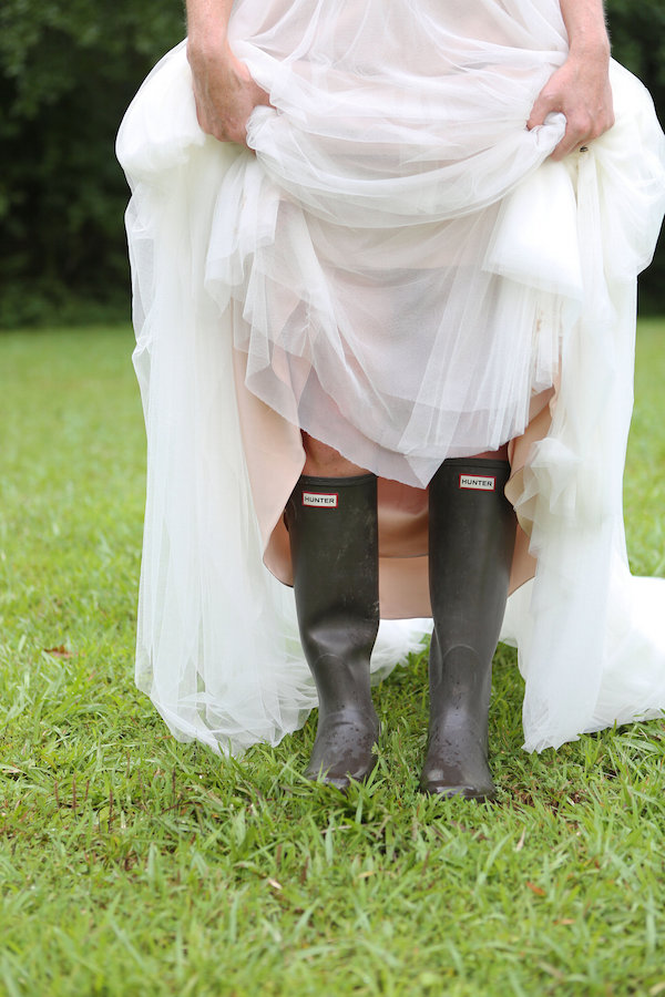 farm bridal shoot from Confete Events in Mississippi weddings 24 - midsouthbride.com