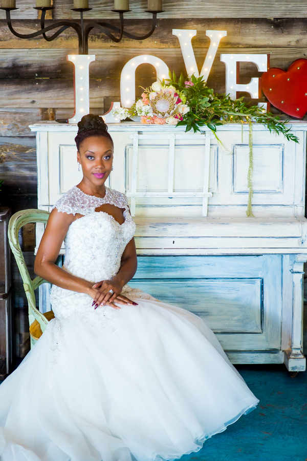 Natural Country Chic Wedding Inspiration Styled Shoot - photo by Bee Photography LLC - midsouthbride.com 34