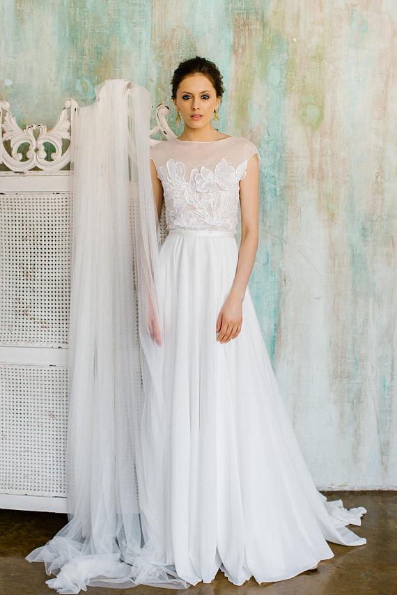 Rica : Delicate wedding dress with chiffon skirt and flower-decorated top : Boneless